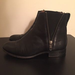 FRYE Carly Double Zip Leather Chelsea Boot | 5.5